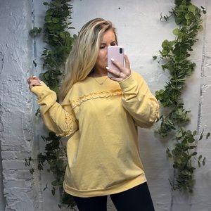 Easel Oversized Ruffle Yellow Pullover L
